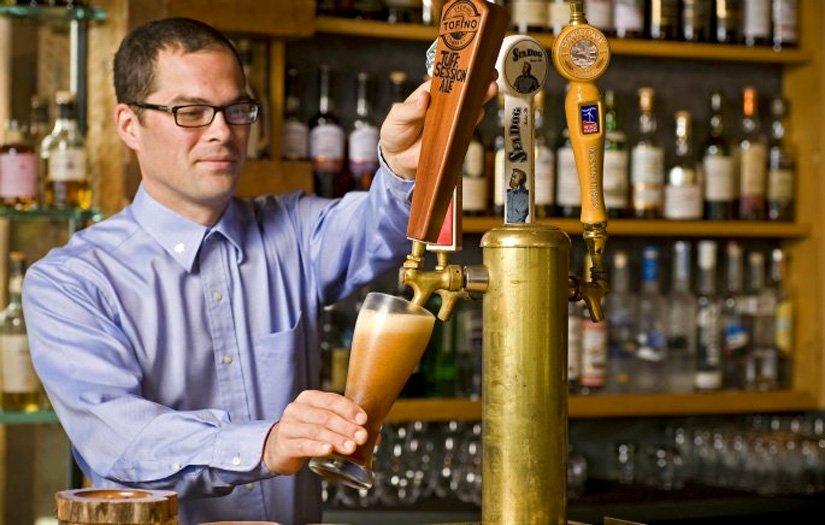 Wickanninnish Inn - The Rocks Bar & Lounge