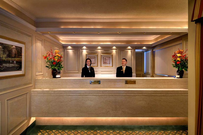 Royal Scot Hotel & Suites - Lobby