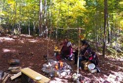 Autour du feu avec amérindiens Amishk