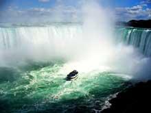 La croisière Maid of the Mist au pied des chutes Niagara